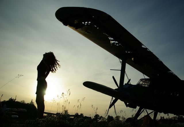полиэстер: чем картинки самолет и девушка ребенку